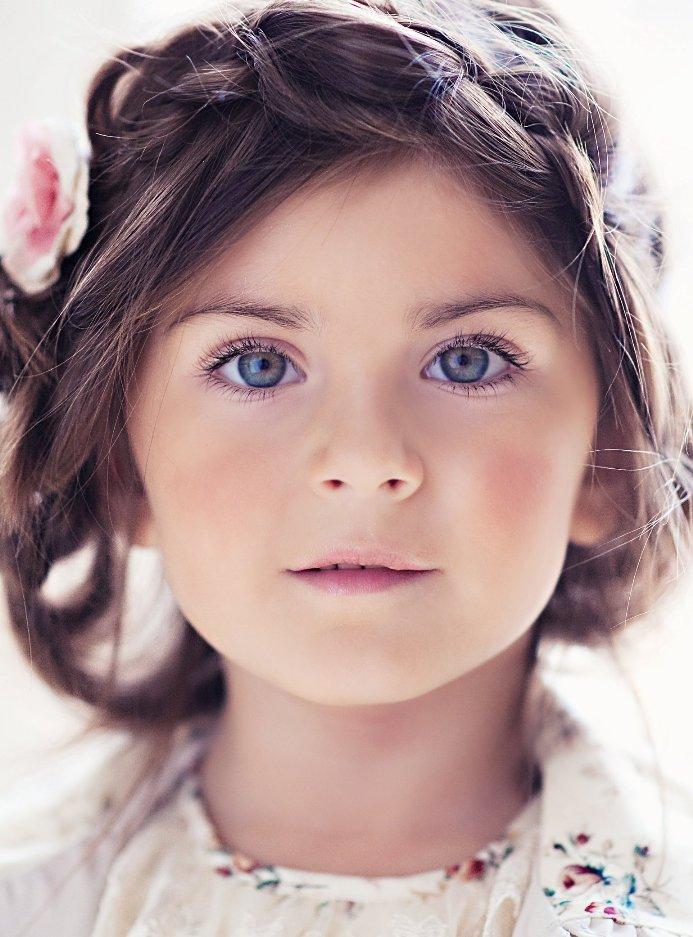كنت ارى الدنيا بأعين بريئه  لم يكن في قلبي سوى احلام الصغار_الم السنين